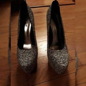 👠 Speckled Black & White Platform Heel
